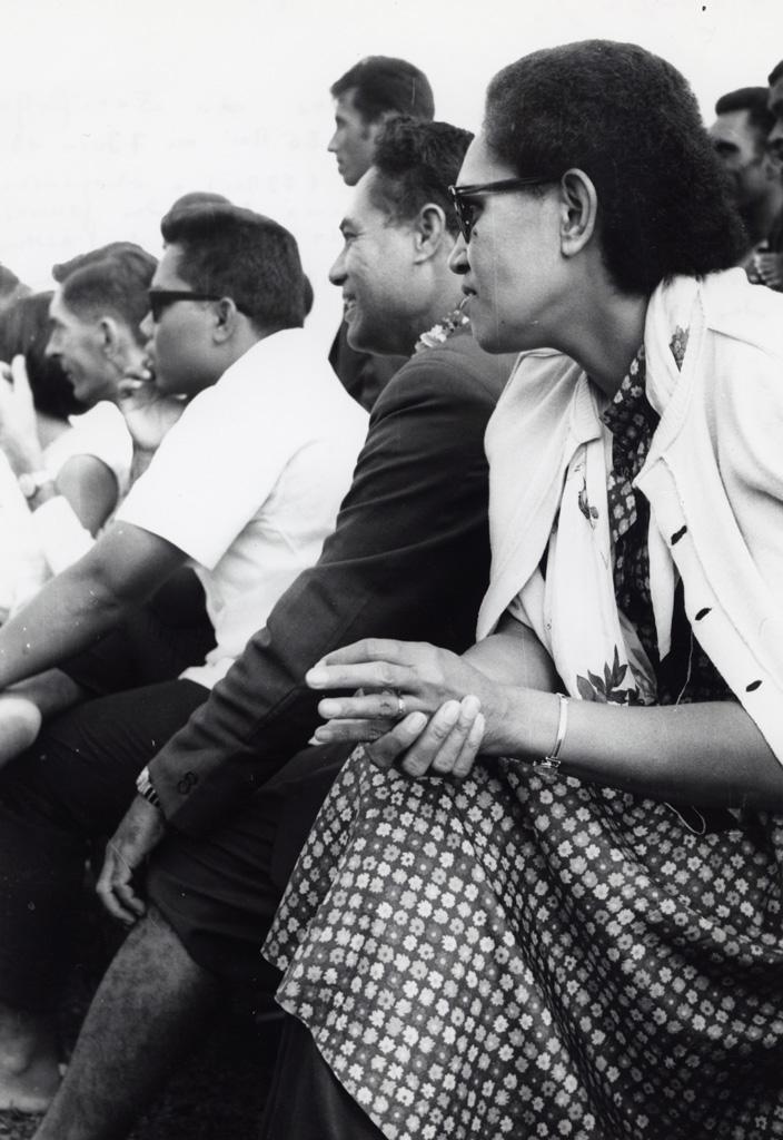 A Chepenehe, quelques spectateurs, dimanche de Pentecôte