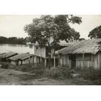 A.E.F. Un village pahouin au bord de l'Ogooué