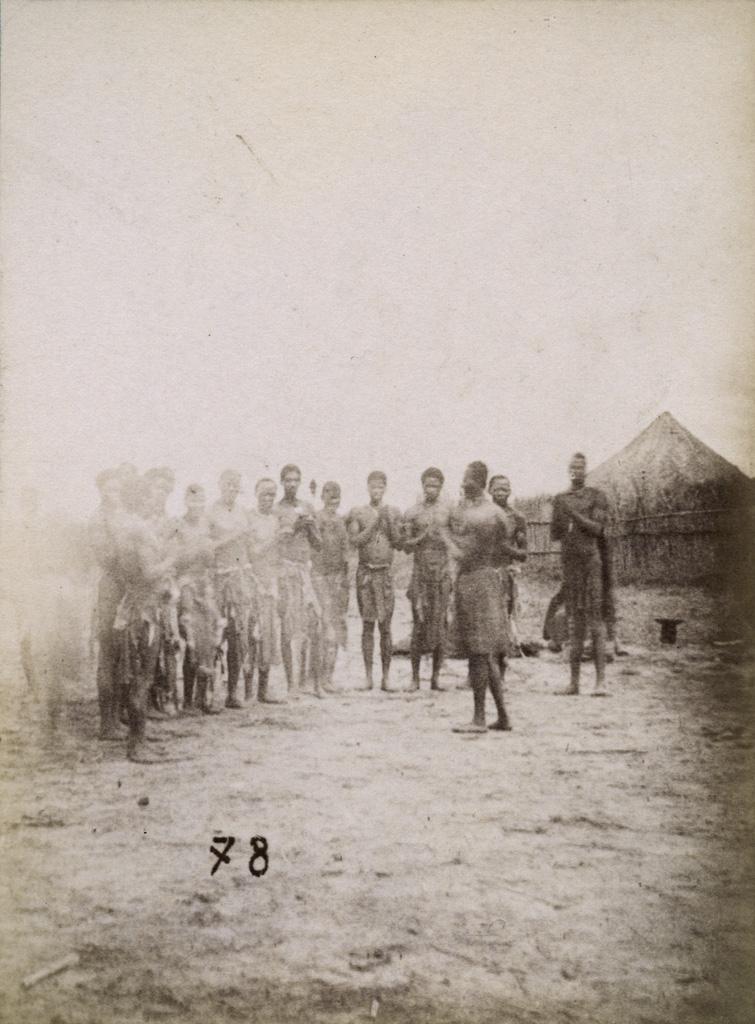 A Lealuyi, une danse de Manyengos devant le roi