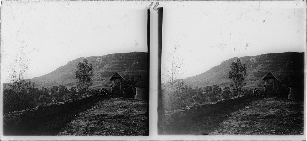 A Morija, la terrasse et la cloche de l'école biblique