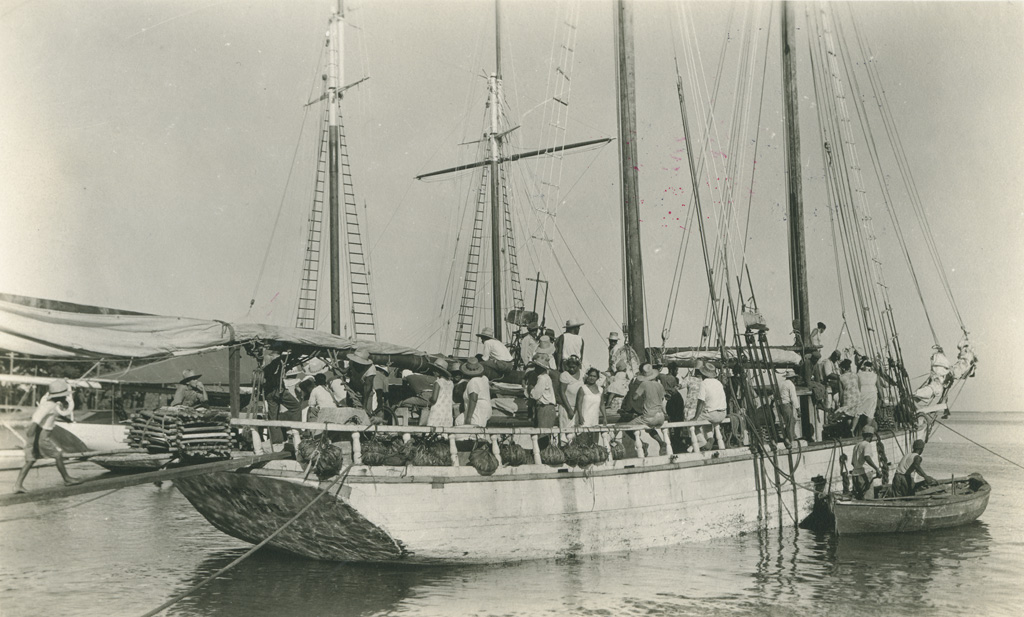 A Papeete, l'arrivée d'une goélette, en provenance des îles Australes