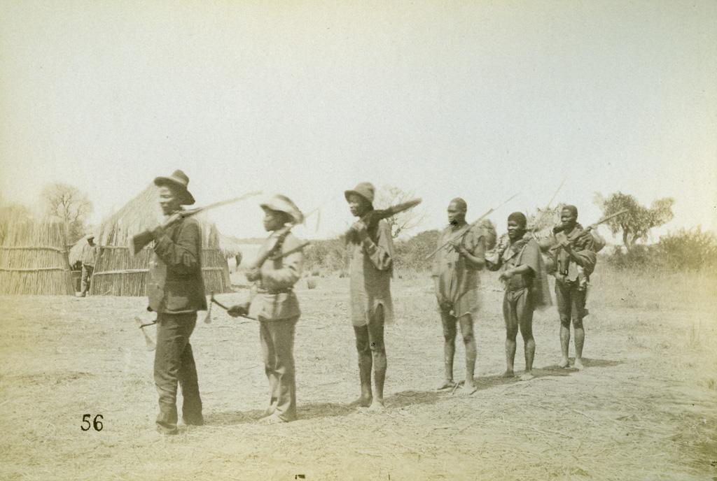 A Seshéké, Makontsa, l'ambassadeur de Khama, son arrivée à Seshéké