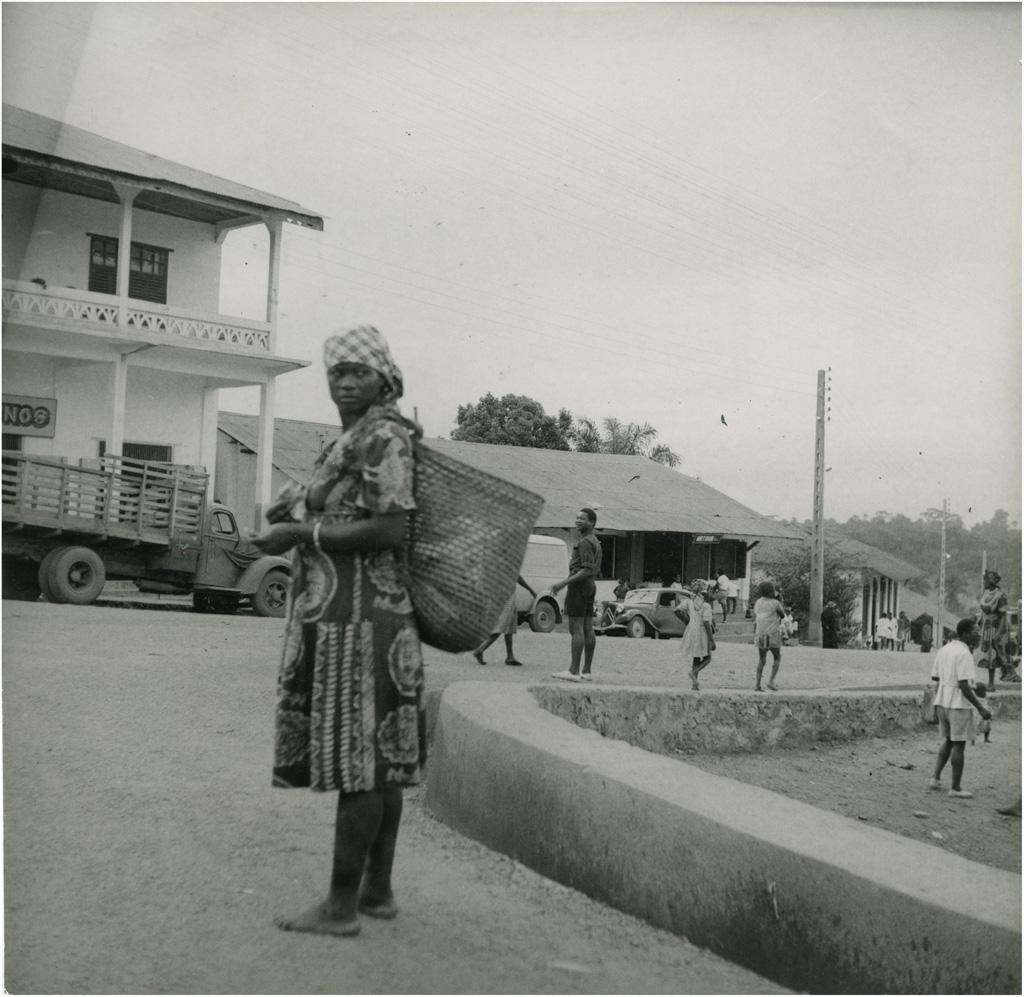 Abords du marché central de Yaoundé / non identifié (1950/1970)