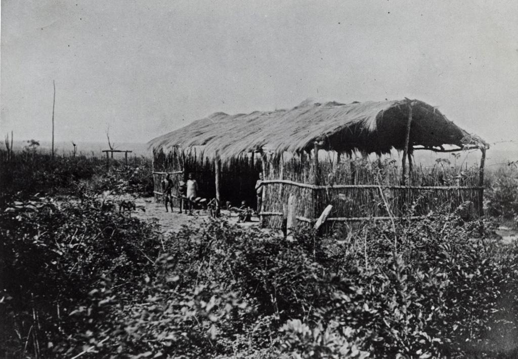 Abri provisoire (Eglise - Ecole) / non identifié (ca.1910)