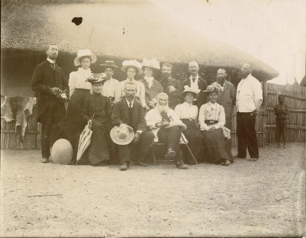 [Adolphe Jalla et François Coillard parmi un groupe de missionnaires] / non identifié (1903)