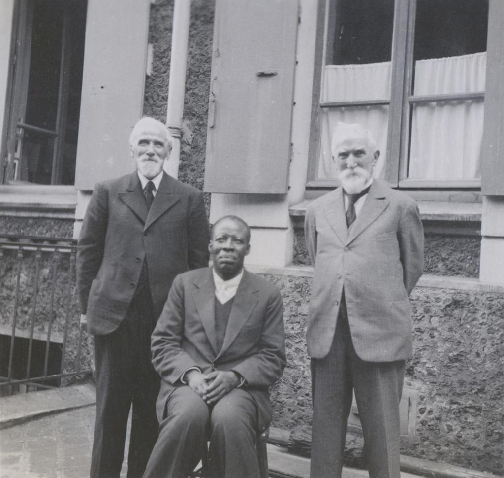 Adolphe, Louis Jalla et Munalula à la maison des missions à Paris / non identifié