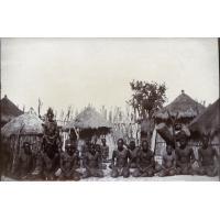 Africains dans un village sur la Moreza (?)