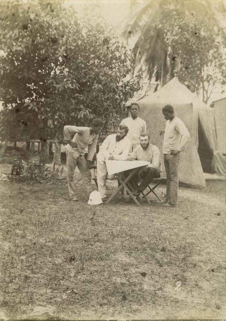 [Allégret et Teisseres avec deux hommes] / non identifié (1889)