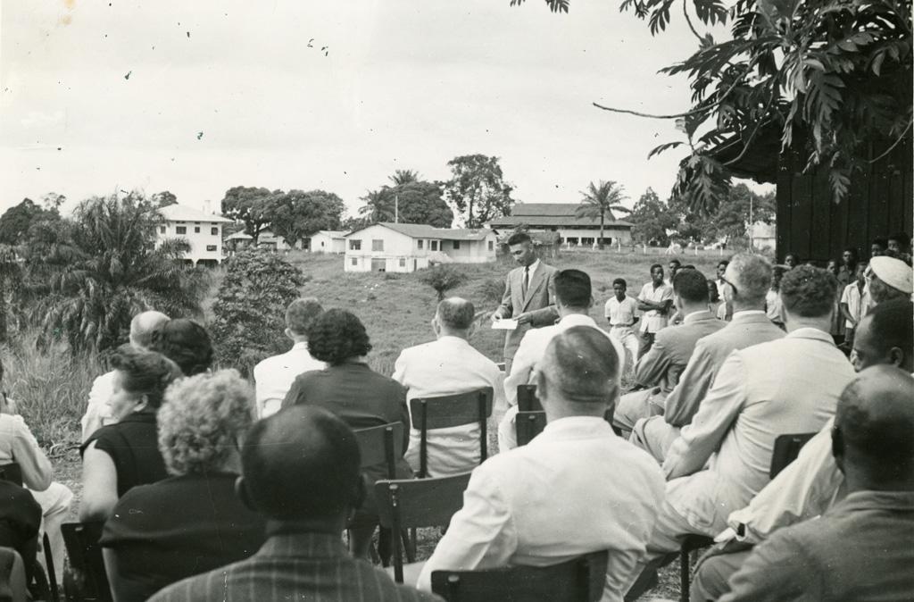 Allocution au cours de la pose de la première pierre de centre d'accueil de la maison des jeunes à Libreville