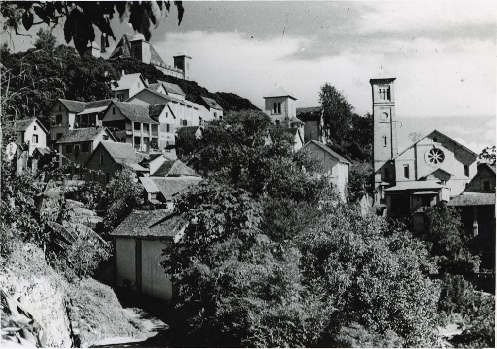 Ampamarinana et le Palais de la Reine / André Petit (1950/1970)