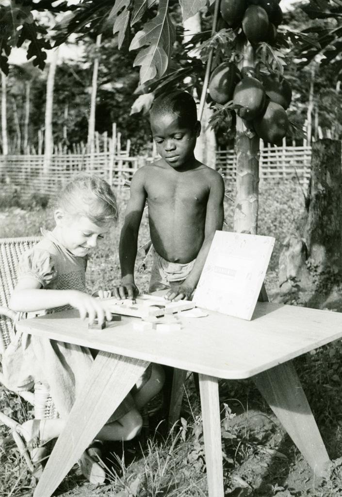 Annie Gambier et une fillette de la léproserie