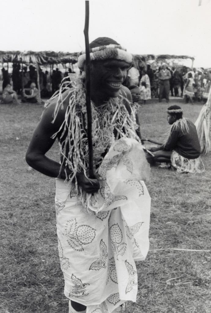 Après la danse, le sourire du danseur à Mou / non identifié (1966-05-25/1966-06-07)