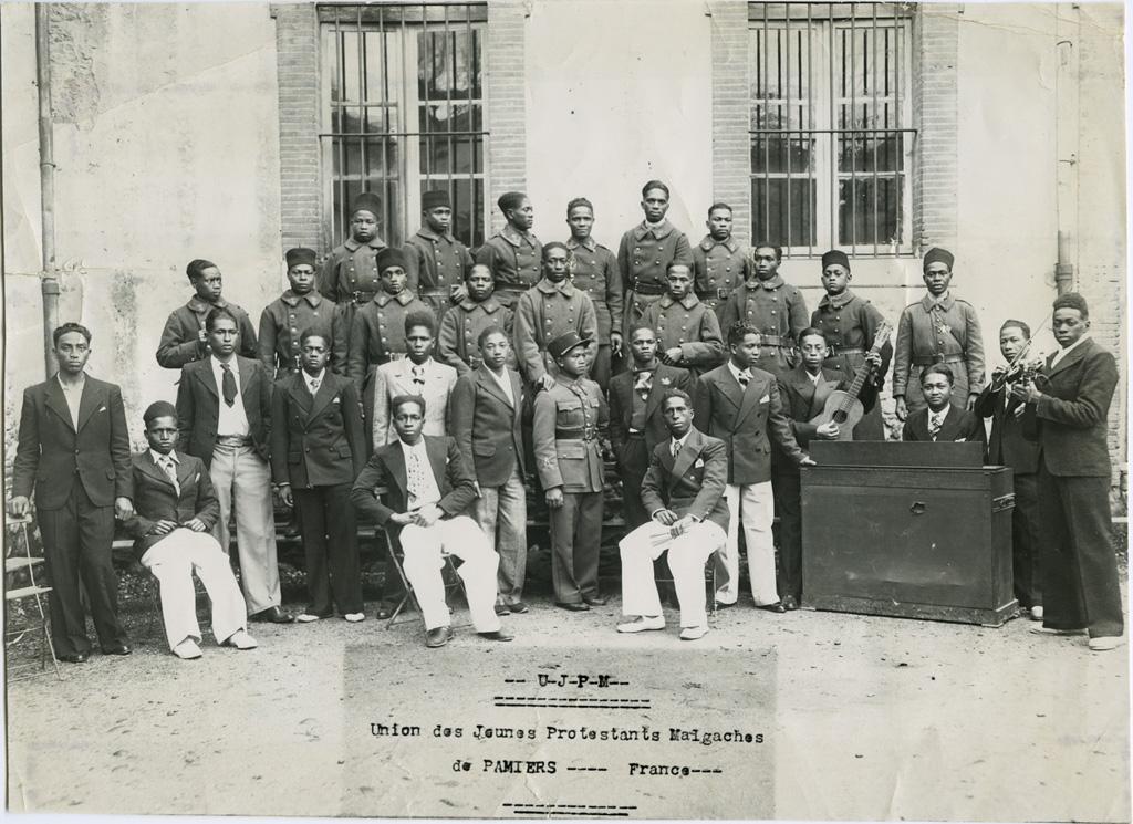 Après une représentation, tirailleurs malgaches, garnison de Pamiers