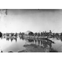 Arrivée de la Nalikwanda (barque royale) du Litunga (roi des Lozi) Lewanika