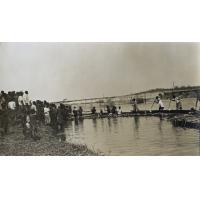 Arrivée de pirogues au débarcadère