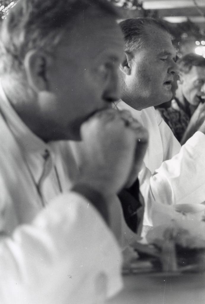 Assemblée des Eglises du Pacifique à Chepenehe, 1966 : Délégués Anglicans : l'évêque de Polynésie, l'évêque de Nouvelle-Guinée et l'archidiacre des Nouvelles-Hébrides