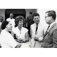 Assemblée des Eglises du Pacifique à Chepenehe, 1966 : conversation entre missionnaires