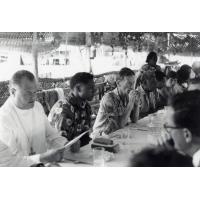 Assemblée des Eglises du Pacifique à Chepenehe, 1966 : dans la salle à manger