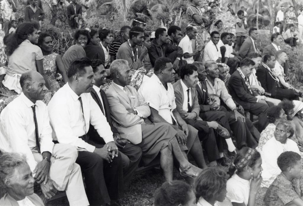 Assemblée des Eglises du Pacifique à Chepenehe, 1966 : des spectateurs assistant à une reconstitution historique