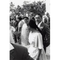 Assemblée des Eglises du Pacifique à Chepenehe, 1966 : deux délégués des Samoa à la sortie du culte à Chépénéhé