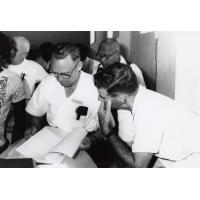 Assemblée des Eglises du Pacifique à Chepenehe, 1966 : le pasteur Horwell et le Dr George A.F. Knight