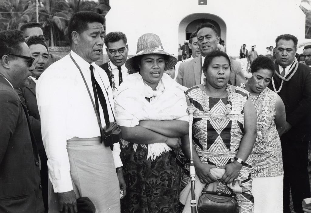 Assemblée des Eglises du Pacifique à Chepenehe, 1966 : les délégués des Samoa chantent en remerciement pour le spectacle donné par les jeunes du district