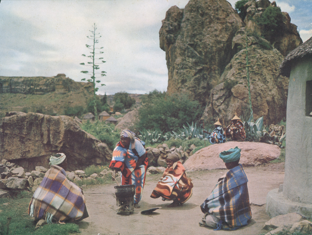 Au Lessouto, femmes préparant un repas