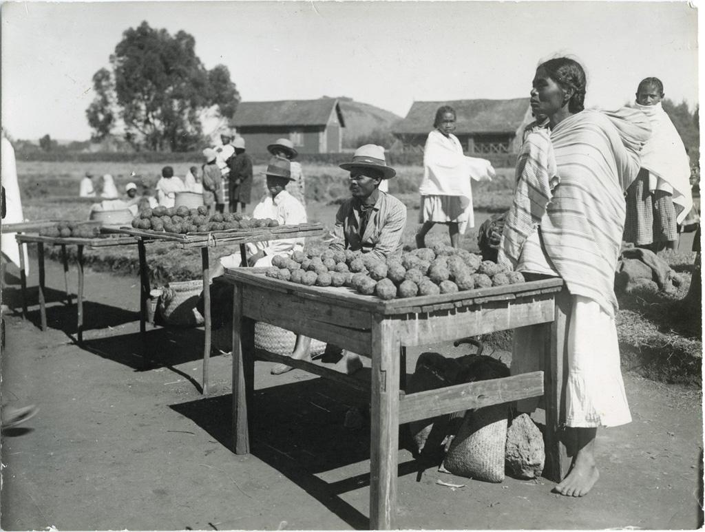 Au marché, marchands de savons