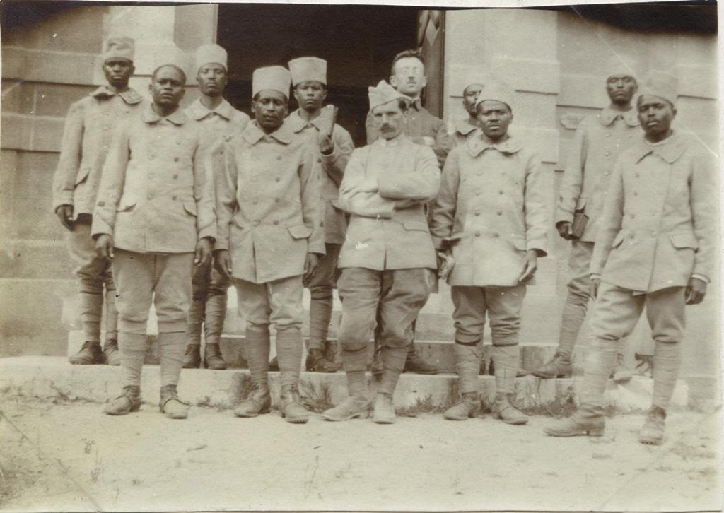 Auditeurs du premier culte malgache à St Raphaël / non identifié (1917)