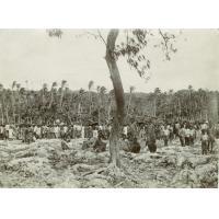 Avant mon départ de Rô, les indigènes se sont groupés pour les adieux