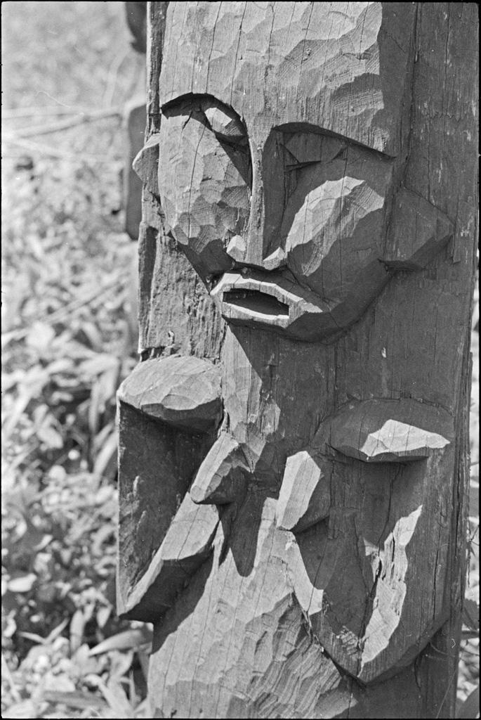 [Bamileke statuette] / Daniel Broussous (1945/1959)