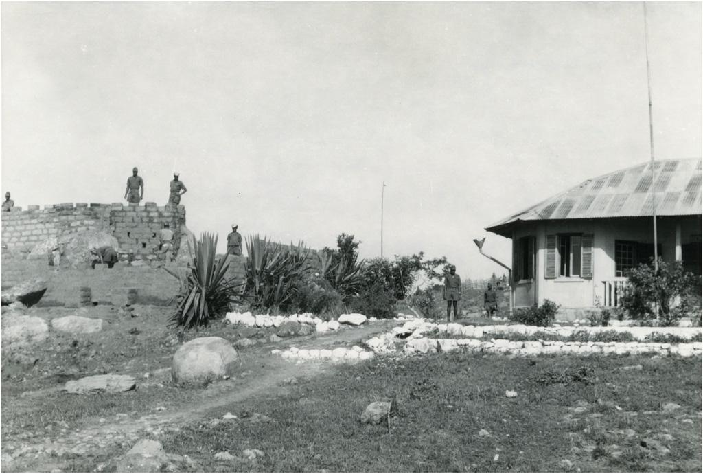 Bangwa occupée par l'armée / Charles Bonzon (1960-04)
