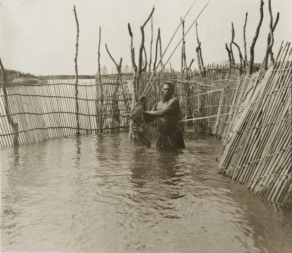 Barrage et pêche au harpon / non identifié ([s.d.])
