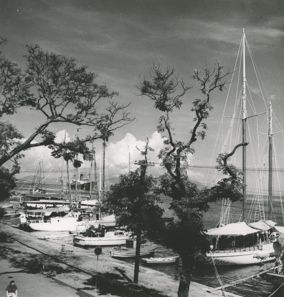Bâteaux à quais, port de Papeete