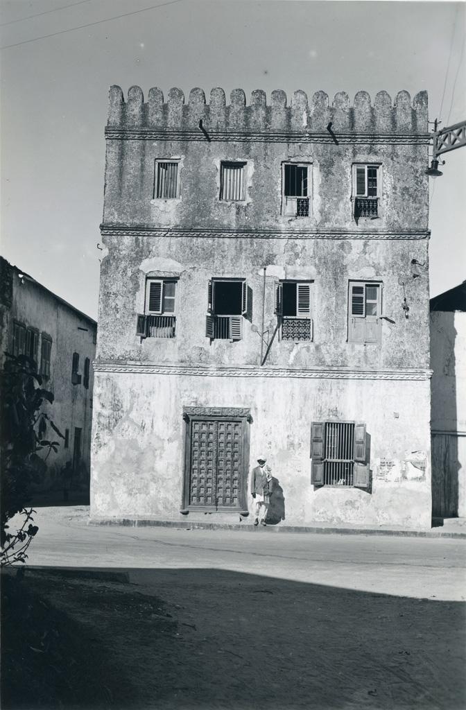 Bâtiment ancien, quartier près du port