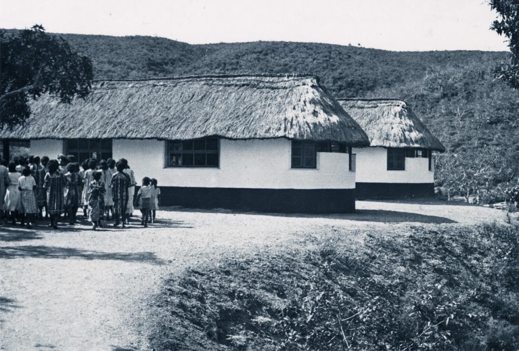 Bâtiment de l'école ménagère de Do-Neva / Raymond Charlemagne