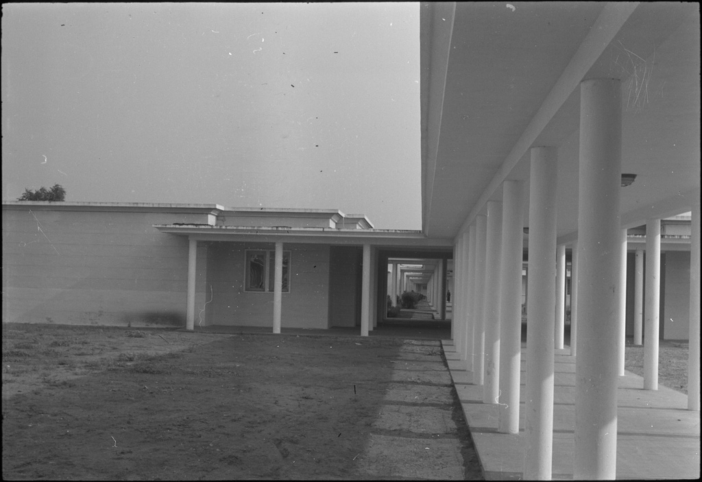 [Bâtiment de l'hopital de Lomé] / Paul Junod