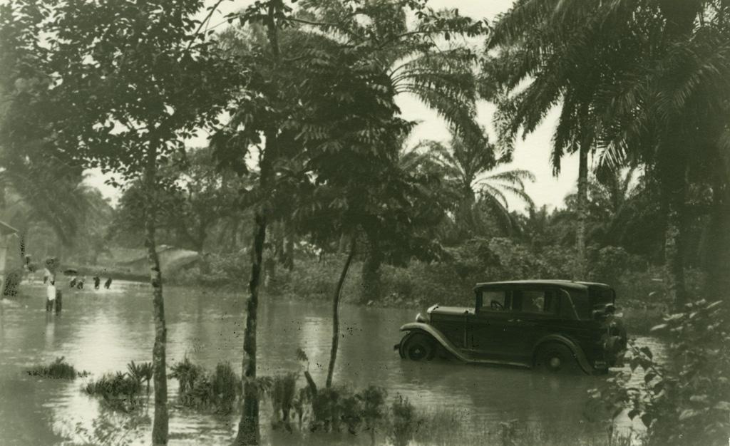Bonamuti en saison des pluies, le missionnaire en panne