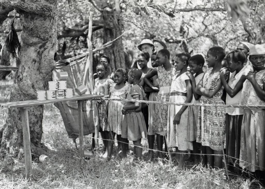 Butoya des Jeunes de 1960 : Jeunes participant à une épreuve d'habileté et de vitesse / Jean Fischer (1960)