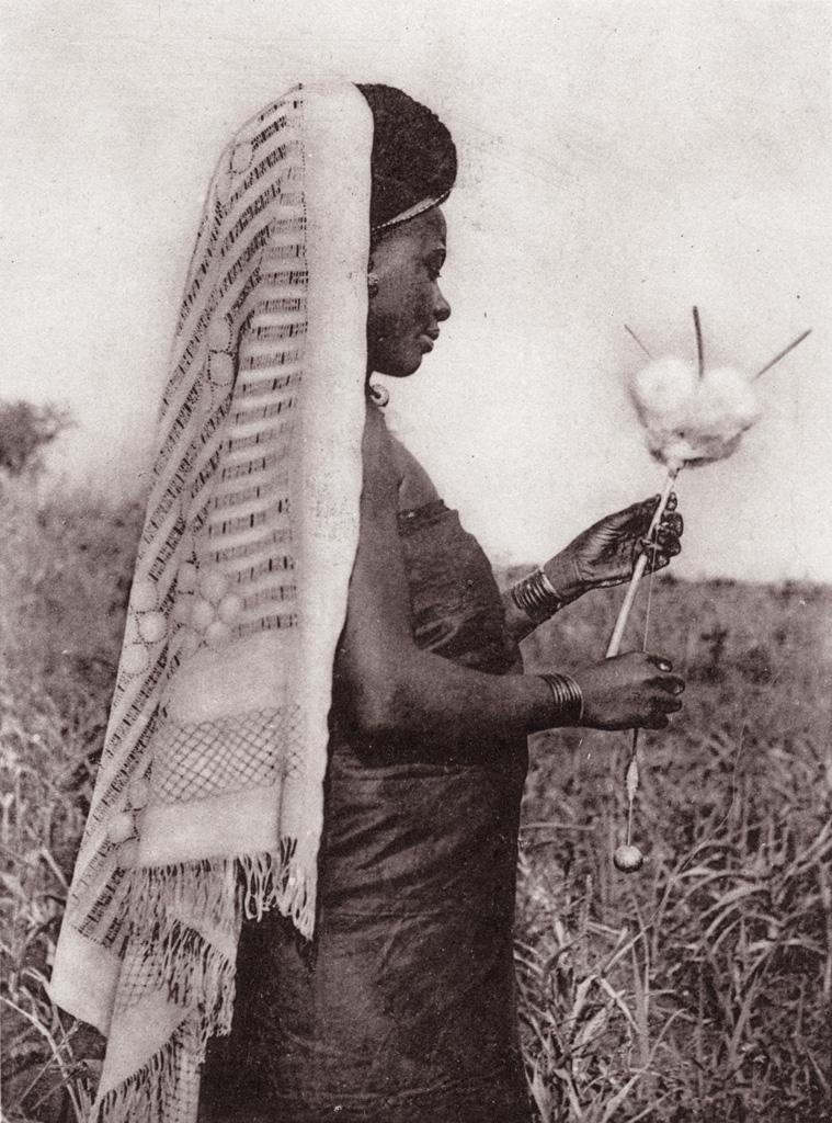 Cameroun, une fileuse à Foumban