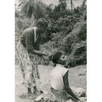 Camp des grandes J.A., activité féminine pendant la sieste