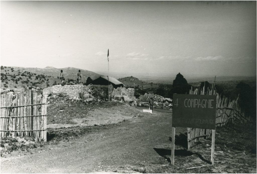[Camp militaire à Bangwa] / Charles Bonzon (1960-04)