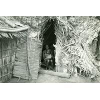 Camp provisoire Esanmebyan (en attendant les médicaments), case construite par une femme lépreuse