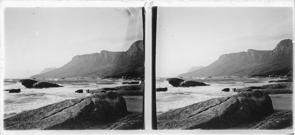 Camp's bay, Sur la gauche, la montagne des douze apôtres