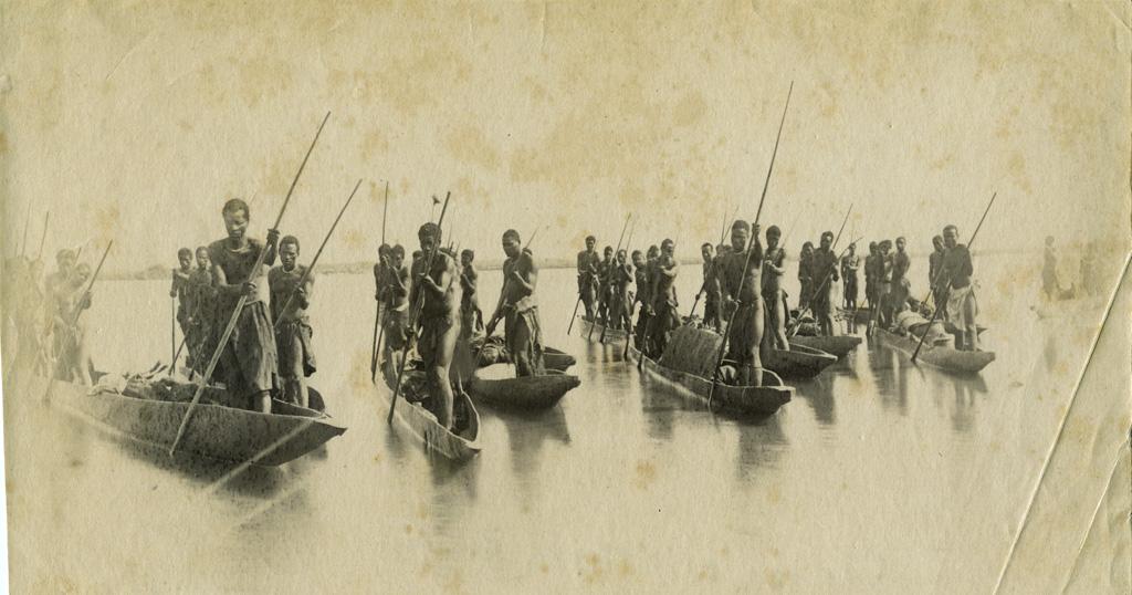Canoës sur le Haut-Zambèze