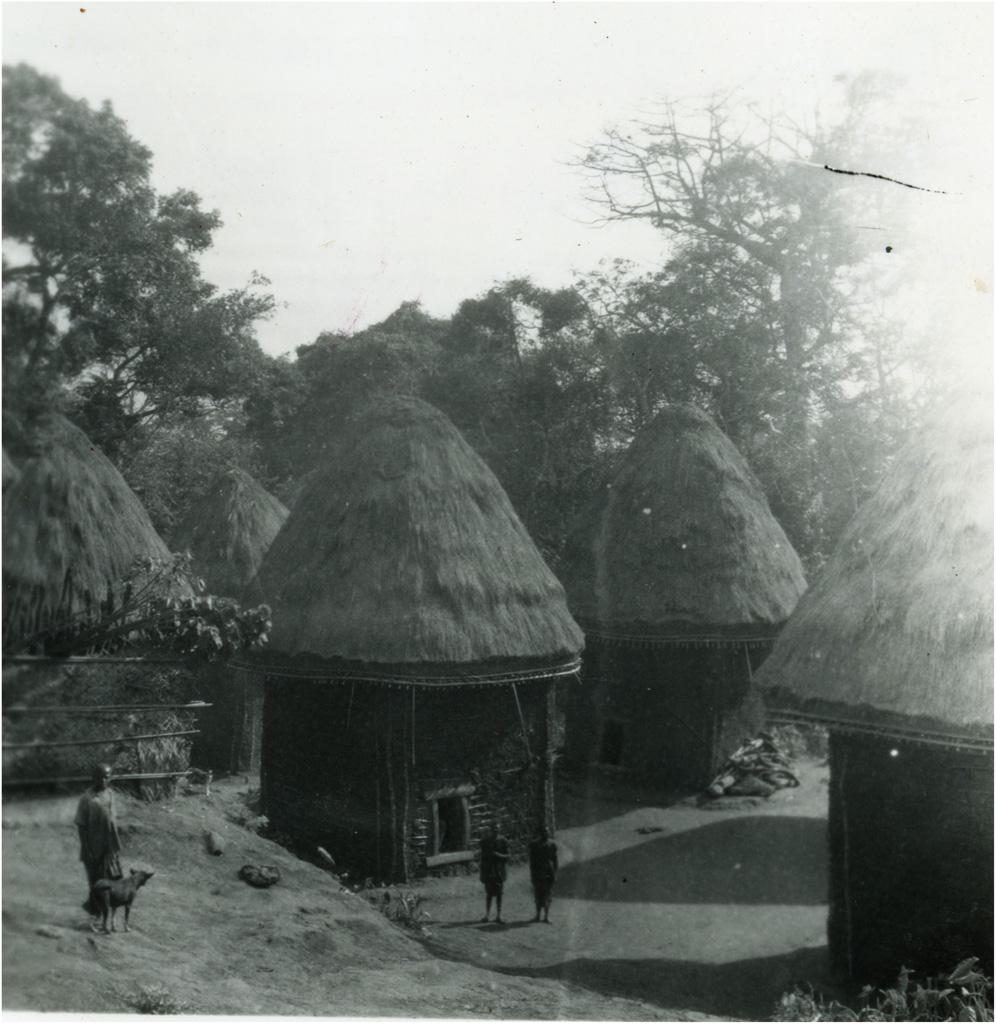 Cases Bamiléké sur le territoire de la chefferie à Bandjoun