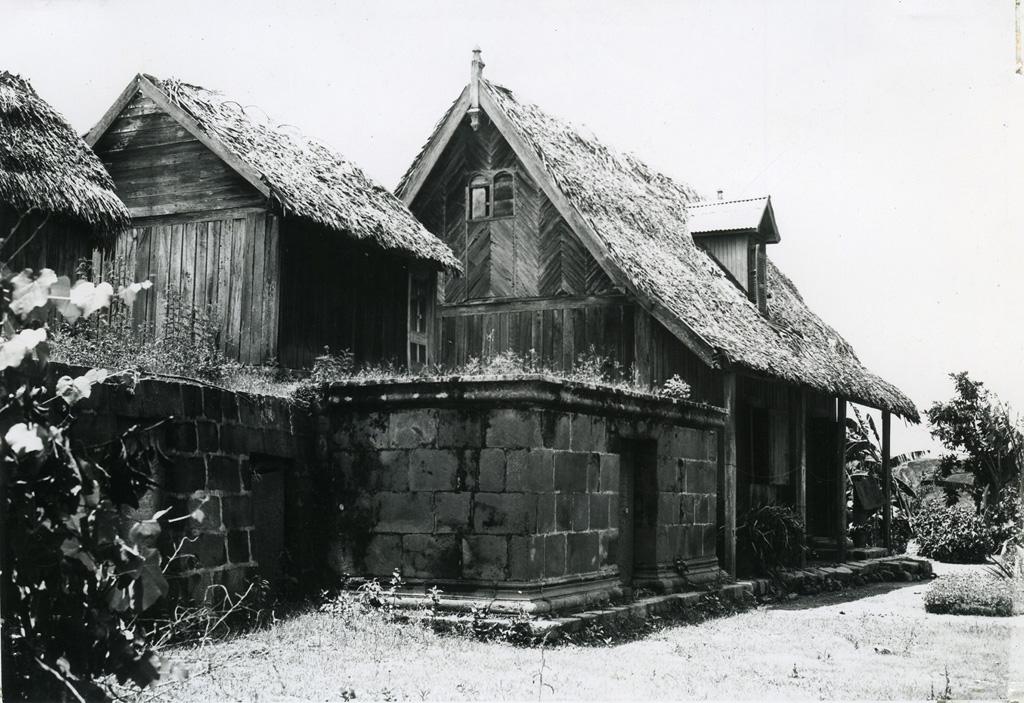 Cases et tombeau de nobles de l'Imerina