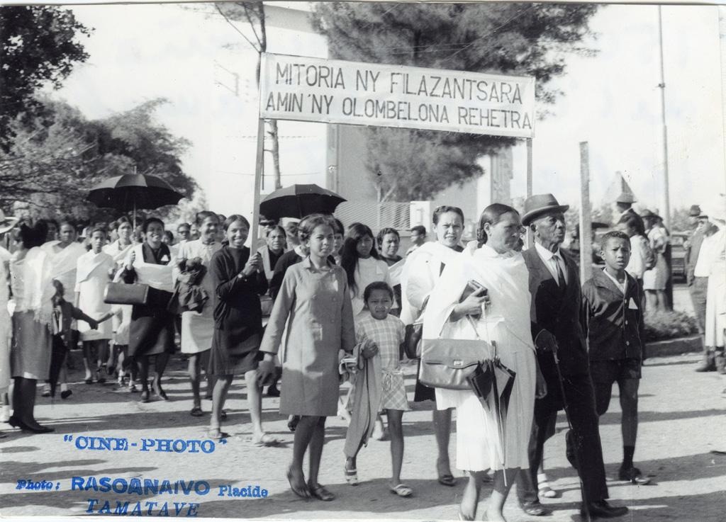 Cent-cinquantième anniversaire de l'arrivée de l'Evangile à Madagascar, défilé des chrétiens