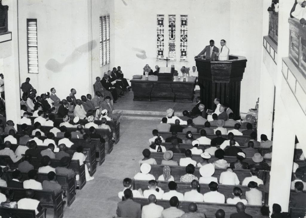 Cérémonie, en chaire, le président Jung