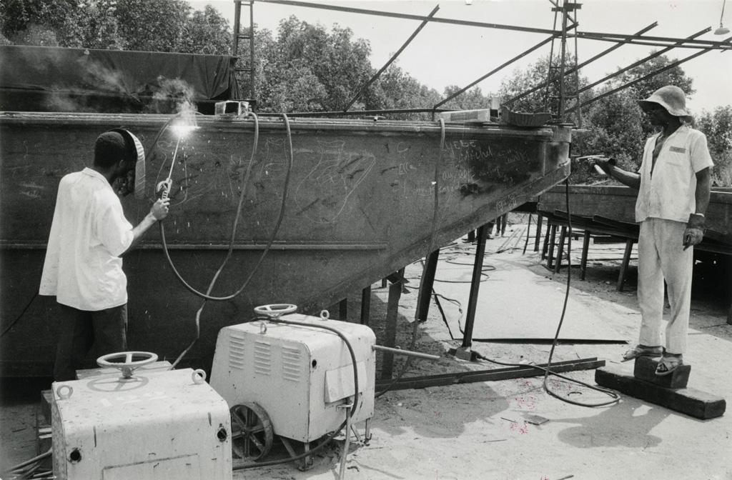 Chantier naval ACAE, réparation d'un bac